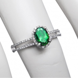 ladies .88ct tsavorite, .22ct diamond + 14k ring. valued at $2499 - vs diamonds