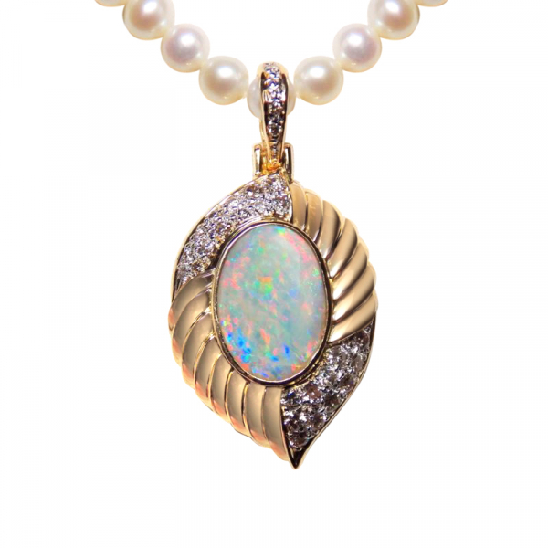 BEAUTIFUL 3Ct AUSTRALAN OPAL AND DIAMOND 18K PENDANT WITH PEARL NECKLACE