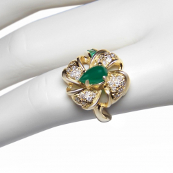 fine 1.16tcw chrysoprase, diamond and 18k yellow gold ring