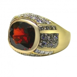 unisex 18k yellow gold ring featuring 8ct garnet accented by diamonds